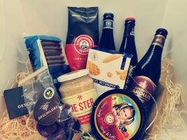 Geschenkmand: Vlaamse streekproducten 2